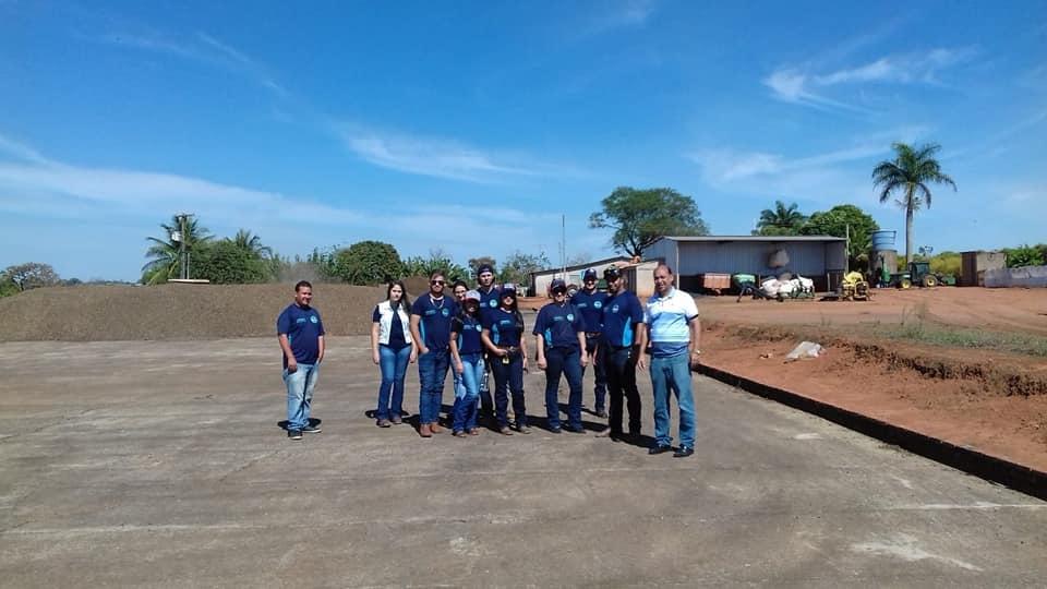 Curso Técnico em Administração com ênfase em Agronegócios e Curso Técnico em Zootecnia realizam visi
